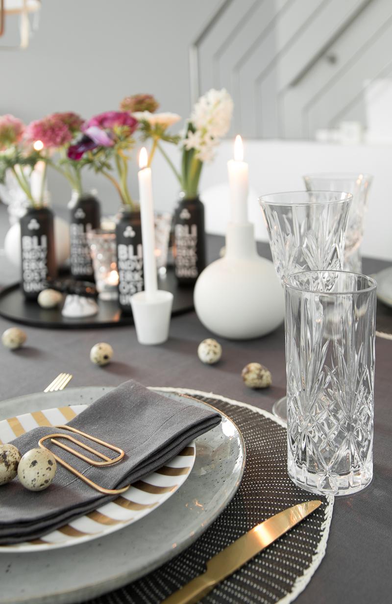 Tischdeko für den Ostertisch einfach gestalten I schnelle DIY Tellerdeko mit Büroklammern I Vasen aus Smoothieflaschen upcyceln